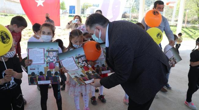 Kınık Belediyesi, 23 Nisan Ulusal Egemenlik ve Çocuk Bayramı dolayısıyla çocukları kitaplarla buluşturdu