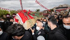 Torbalı Belediye Başkanı Uygur karanfillerle uğurlandı