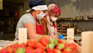 Narlıdere'nin üretici kadınları iş başında!