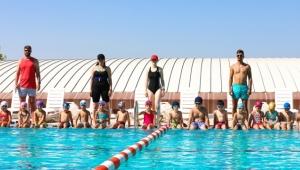 Bayraklı'da Yüzme Bilmeyen Çocuk Kalmayacak