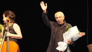 Genco Erkal Çeşme'de Nazım'ın hayatını sahneledi