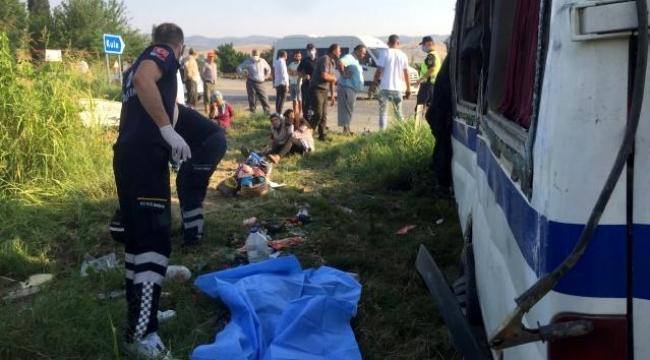 İşçi servisi ile otomobil çarpıştı: 2 ölü, 9 yaralı