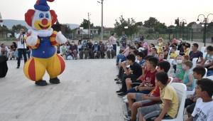 Torbalı Belediyesi'nden çocuklara kukla sürprizi