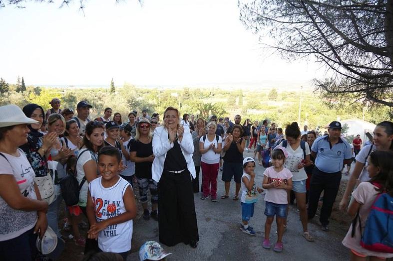 URLA'DArnÖğrenciler Şehitlere Saygı İçin Yürüdü