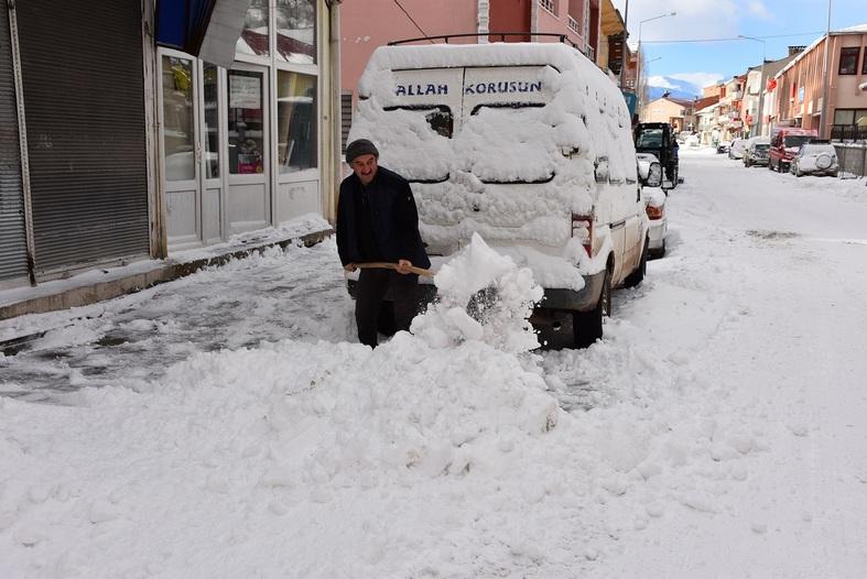 Kar Ardahan'da 3 Metreyi Buldu