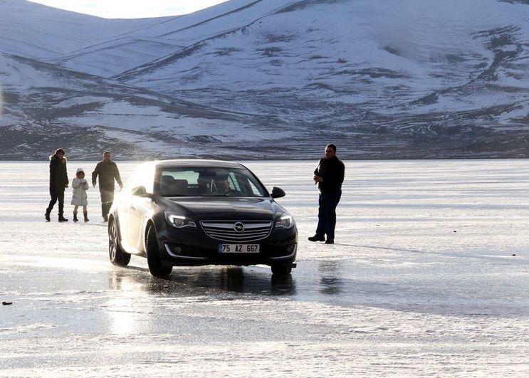 Buzla Kaplanan Çıldır Gölü'ne Ziyaretçi Akını