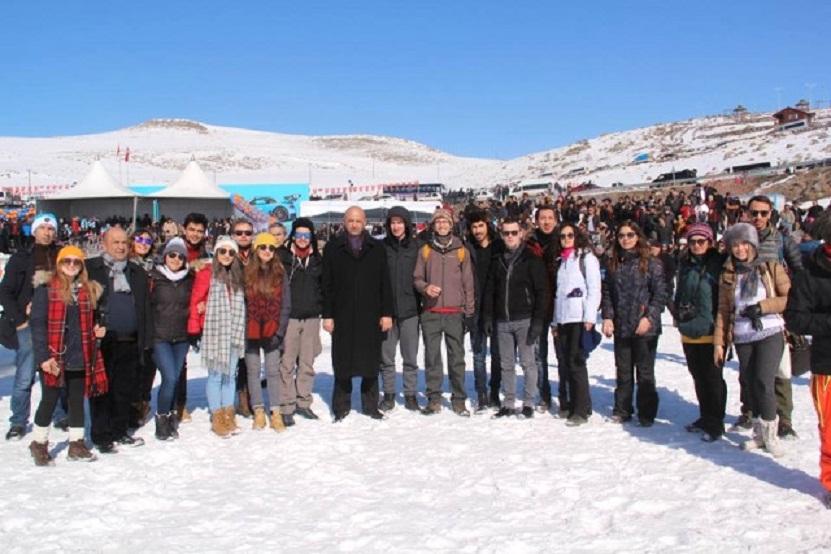 Dernekler Federasyonu Gençlere Ardahan'ı Gezdirdi