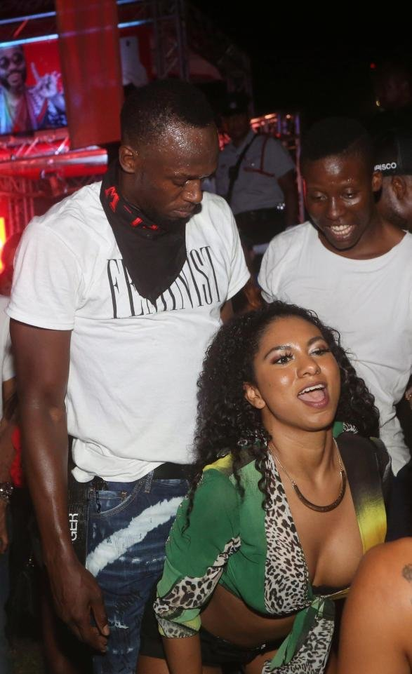 rnUsain Bolt'un çılgın partisi olay oldu 7 kadınla